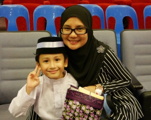 My boy and me on the Graduation Day! yeay! (tak nanges lagi)