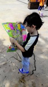 Legoland time. Konon tengok peta nak bawa mama & papa. Padahal weols lost kot :lol:
